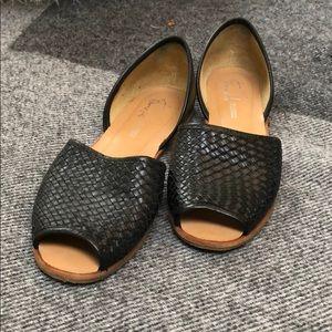 Black sandal, gently used